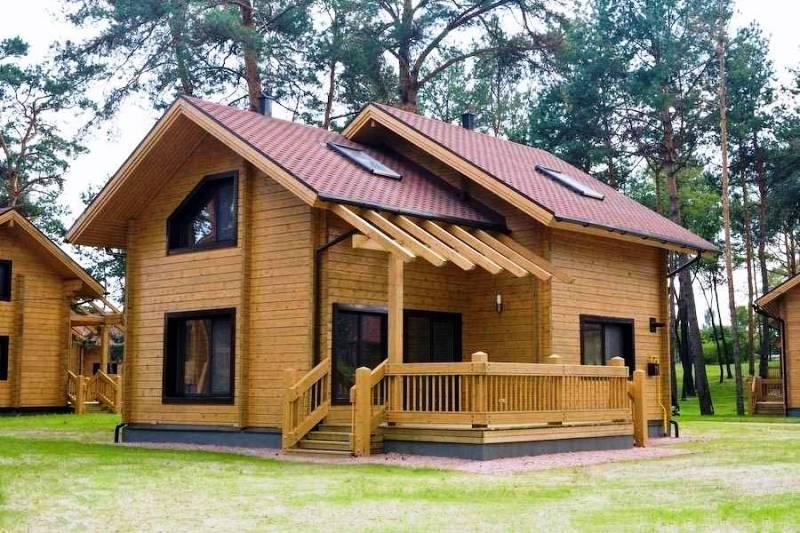 Строительство домов из клееного бруса: особенности и преимущества
