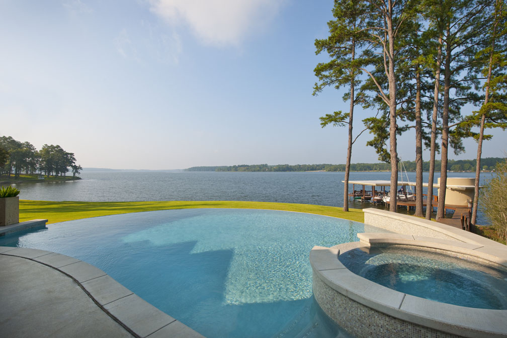 Магия окружностей: дом у озера с закругленными пространствами