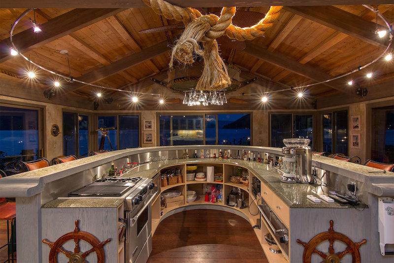 Гнездышко мультимиллионера: роскошный дом у озера в Канаде