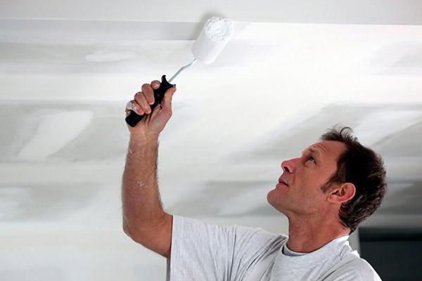 Ремонт потолка: покраска