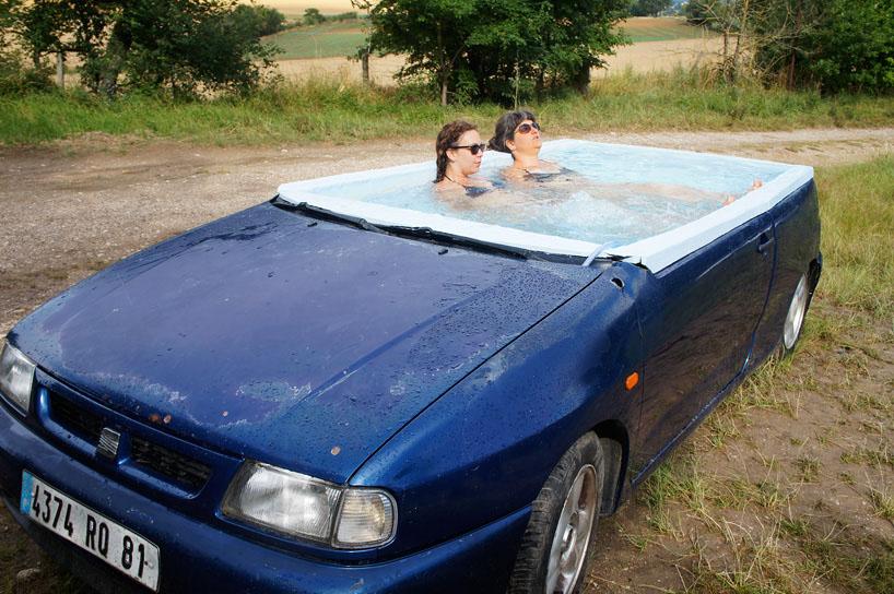 Джакузи в корпусе старого автомобиля