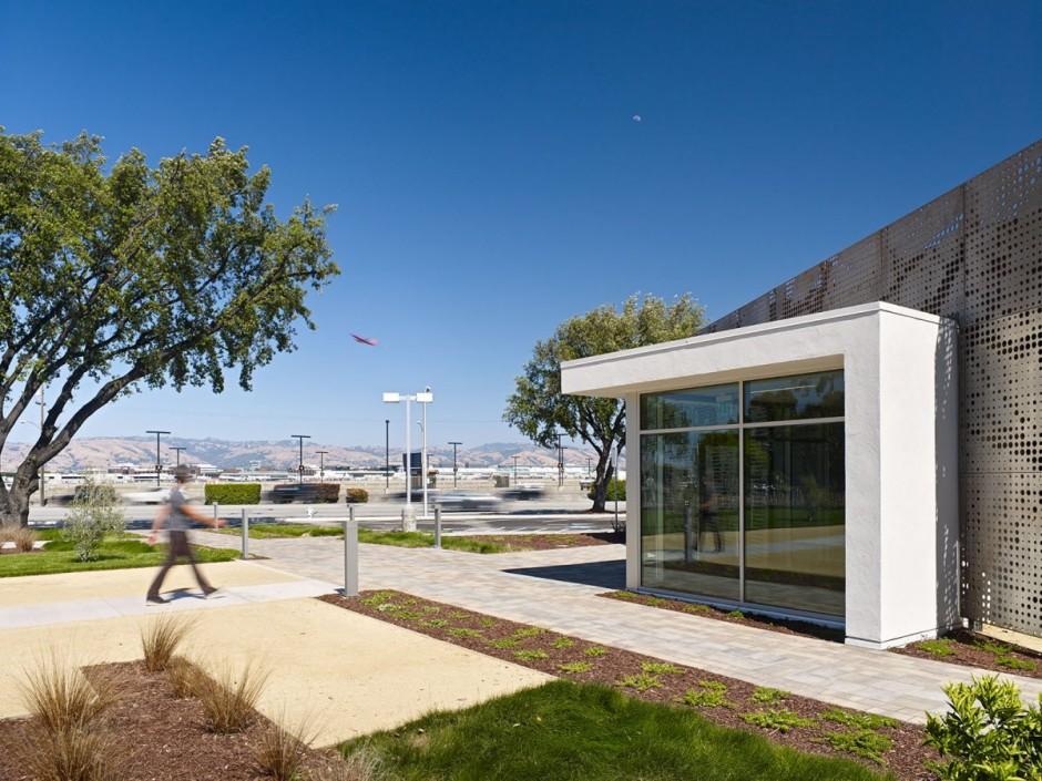 Прогрессивный прыжок в убранстве управления One Workplace от Blitz, Калифорния