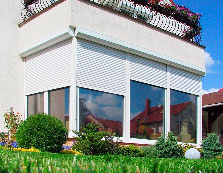 Как защитить окна: рольставни и решетки
