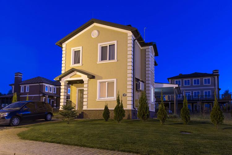 Небольшой готовый дом в коттеджном городке Green Hills. Проект дома victoria