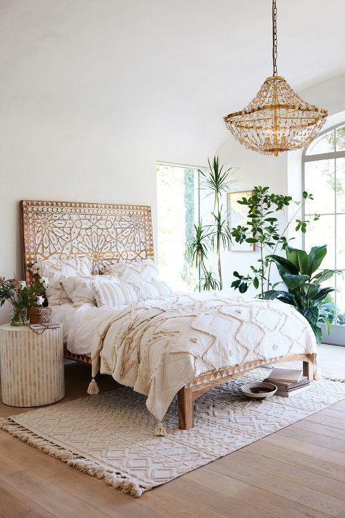 Светлая спальня в стиле бохо