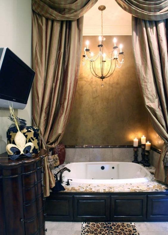 Интерьер ванной с телевизором