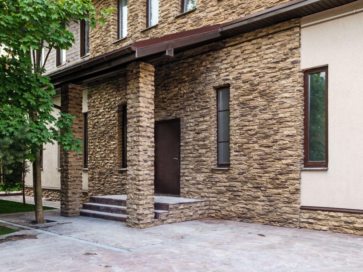 Камень для фасада: забота и уход за натуральным камнем