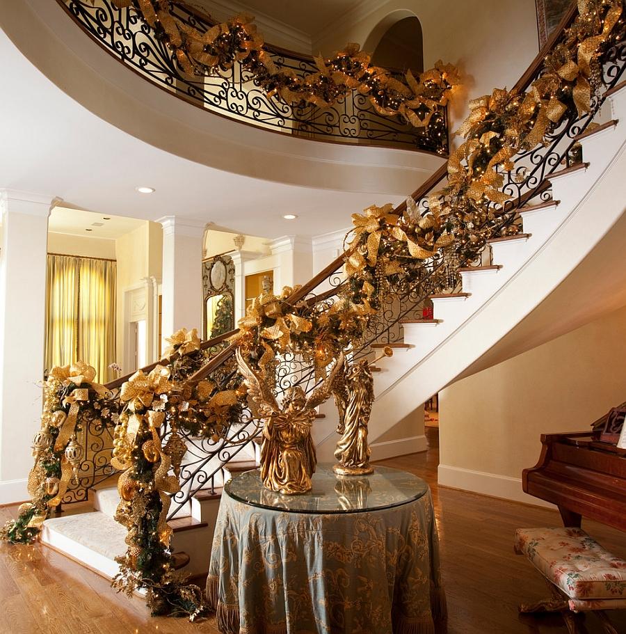 Гирлянды на лестнице и перилах
